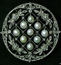"The "" trembling pearl "" Brooch and pendant Because there is a hole , such as metal fittings had with pendant ※ using it will put the Vatican for pen Orchestra ( Free ) United Kingdom 1920 Natural pearl , Old European cut diamonds and rose-cut diamond , platinum Diameter 4cm"