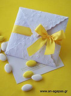 Υφασμάτινο προσκλητήριο λευκό μπροντερί, κίτρινη κορδέλα | an-agapas.gr Christening, Wedding Invitations, Tableware, Ideas, Craft, Log Projects, Invitations, Dinnerware, Wedding Invitation Cards