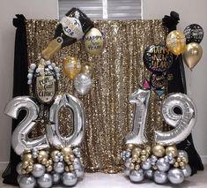 Happy New Years Balloon Decor Balloon Backdrop, Balloon Centerpieces, Balloon Decorations, Nye Party, Disco Party, New Years Eve Party Ideas Decorations, New Year Backdrop, 25th Wedding Anniversary Cakes, Champagne Balloons