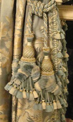 Meg, take a look at this gorgeous fabric....dining room draperies??????Détail, au Musée Carnavalet, Paris