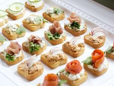 Since finger foods are a key element to a successful brunch, bruschetta makes for an excellent appetizer. Toast slices of Italian or French bread, then add spreads such as cream cheese, goat cheese or tapenade topped with light fixings such as smoked salm Bridal Shower Brunch Menu, Menu Brunch, Breakfast And Brunch, Brunch Party, Brunch Wedding, Brunch Recipes, Appetizer Recipes, Brunch Food, Brunch Ideas