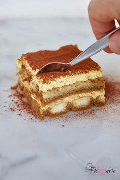 Classic Tiramisu (recipe based on egg yolks only) - Which Italian is right when it comes to classic tiramisu? As far as I& concerned, the basic r - Brownie Recipes, Cake Recipes, Baby Food Recipes, Sweet Recipes, Classic Tiramisu Recipe, Baking Bad, Best Chocolate Desserts, Bakers Gonna Bake, Mousse Dessert