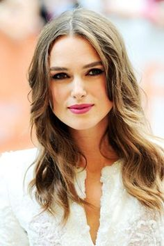 Keira Knightley Biography and Photos - Celebrities Photos Keira Knightley Hair, Keira Christina Knightley, Square Faces, Face Shapes, Ayurveda, Cool Hairstyles, Beautiful Hairstyles, Ladies Hairstyles, Hair Makeup
