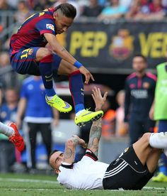 Such a high jumper. World Cup 2014, Neymar Jr, Train Hard, Play Hard, Fc Barcelona, Role Models, My Hero, Soccer, Husband