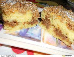 Nejdříve si uděláme drobenku. Smícháme ořechy s cukrem, skořicí a máslem tak, abychom vytvořili drobivou hmotu. Změklé máslo utřeme s cukrem a...