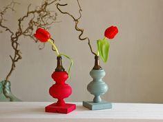 Blumenvase,Vase mit  Fläschchen, Upcycling von Schlüter Home Design - Stühle, Kommoden, Regale, Modeschmuck auf DaWanda.com