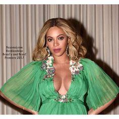 "932 Likes, 3 Comments - Beyoncé (@beybleedblue) on Instagram: ""😻😻💚💙💚#bgkc #baddiebey #beyhive #beyonce #giselle #knowles #carter #queen #queenofpop #iheartbeyonce…"""