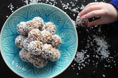 Swedish chocolate balls Pearl Sugar, Delicious Desserts, Cocoa, Balls, Sweets, Chocolate, Eat, Breakfast, Kitchen
