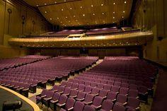 El Teatro Jorge Eliécer Gaitán está ubicado en la localidad de Santa Fe sobre la carrera Séptima. Es así un símbolo del centro de la ciudad de Bogotá que...