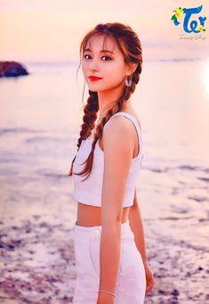 Tzuyu at the Beach Nayeon, Kpop Girl Groups, Korean Girl Groups, Kpop Girls, Asian Woman, Asian Girl, K Pop, Tzuyu Wallpaper, Hawaiian Girls