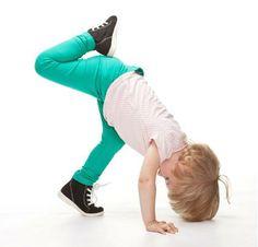 ¿Has considerado la gimnasia infantil como una actividad para tu pequeño? Te compartimos sus beneficios:  • Corrige malas posturas corporales • Aumenta la coordinación, flexibilidad y velocidad • Desarrolla el equilibrio y el sentido del ritmo • Genera seguridad y confianza en sí mismos • Fomenta la concentración • Promueve el trabajo en equipo