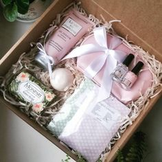 1 Likes, 2 Kommentare - UtiPutiBox . Easy Gifts, Creative Gifts, Homemade Gifts, Cute Gifts, Diy Gift Baskets, Gift Hampers, Diy Christmas Gifts, Holiday Gifts, Diy Gift Box