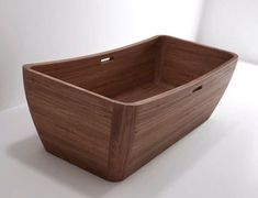 If the idea of a white plastic bathtub seems a bit predictable, interior wooden bathtubs take modern bathrooms to a whole new level of luxury with exotic wood designs. Wood Tub, Wood Bathtub, Modern Bathtub, Wooden Bathroom, Modern Bathrooms, Bathroom Tubs, Luxury Bathrooms, Bath Tubs, White Bathroom