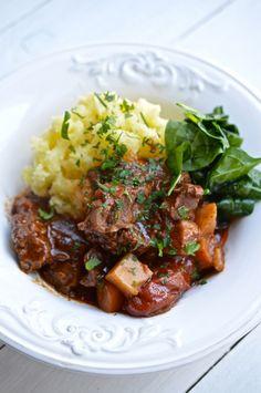 Pomalu dušená hovězí kližka, Foto: Thinkfood.cz Food And Drink, Beef, Fresh, Cooking, Recipes, Chef Recipes, Meat, Kitchen, Recipies