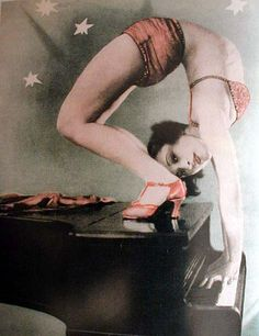 What I call a party. The cover of Winter Garten, Juli-Magazin, from the book Voluptuous Panic: The Erotic World of Weimar Berlin by Mel Gordon Cabaret, Pantomime, Old Photos, Vintage Photos, Antique Photos, Vintage Prints, Ziegfeld Girls, Circus Performers, Contortion