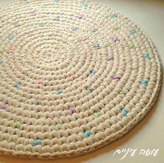הפרפרים של טובה - שטיח טפסטרי מחוטי טריקו - עושה עיניים    T-shirt yarn / Trapillo - Tapestry Crochet rug
