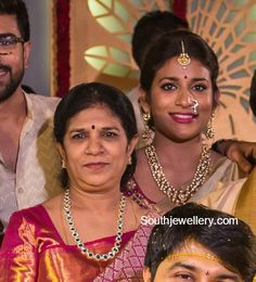 For Sreeja's wedding Surekha wore a diamond emerald long chain paired with matching studs and Sushmita adorned a kundan necklace set. Diamond Necklace Set, Gold Diamond Earrings, Diamond Jewellery, Diamond Pendant, Emerald Jewelry, Indian Jewelry, Studs, Affordable Jewelry, Jewelry Ideas