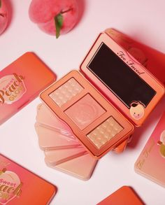 La collection Sweet Peach de Too Faced tant attendue est finalement disponible à la vente depuis mardi soir et Internet l'adore déjà !