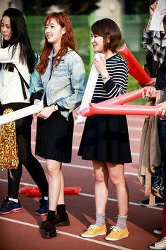 《Cheese In TheTrap》闺蜜 Hong Seol (Kim Go Eun) & Jang Bo Ra (Park Min Ji) cheering for Eun Taek (NamJooHyuk ) at basketball game.