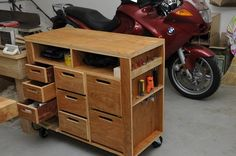 Rolling shop cart from Wood magazine. Very nice wood. The original shop tool chest was kidnapped by my wife and brou. Woodworking For Dummies, Woodworking For Kids, Woodworking Toys, Woodworking Projects, Woodworking Equipment, Woodworking Patterns, Tool Storage Cabinets, Garage Cabinets, Garage Storage
