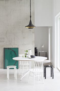 I love this design. It is so simple and minimalistic, which I love. This is a Scandinavian design. Scandinavian Style Home, Scandinavian Interior Design, Apartment Interior Design, Contemporary Interior, Interior Decorating, Interior Office, House Paint Exterior, Exterior Design, Exterior Shutters