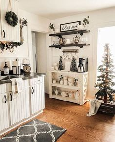 If you are looking for Rustic Farmhouse Kitchen Decor Ideas, You come to the right place. Below are the Rustic Farmhouse Kitchen Decor Ideas. Farmhouse Kitchen Decor, Home Decor Kitchen, Farmhouse Ideas, Kitchen Decorations, Modern Farmhouse, Farmhouse Style, Country Style, Farmhouse Furniture, Christmas Decorations