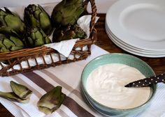 Sauce au yaourt pour crudités, légumes épicés, Ottolenghi encore ! Pour un grand bol de sauce :  - 200 g de yaourt grec - 50 g de tahini - 4 c.à soupe de jus de citron - Eau (faculatif) - Sel