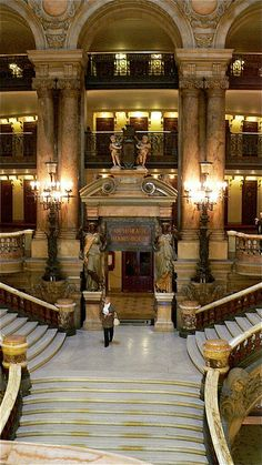 Grand Staircase    This shows the primary division of the Grand Staircase leading to the balconies.    Palais Garnier, Paris