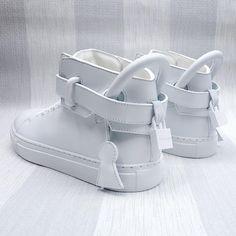Buscemi 100mm Tonal White High Top Trainers. #Buscemi #jonbuscemi #buscemishoes #buscemishoe #buscemis #buscemi100mm #buscemisneakers #sneaker #sneakerfreak #sneakergeek #sneakerholics #sneakernews #sneakerhead #menswear #mens #mensfashion #mensstyle #fashion #style #luxury #luxurious #footwear #mensfootwear #luxuryitems #luxurylifestyle #lifestyle #zoofashions #zoo #zoolife