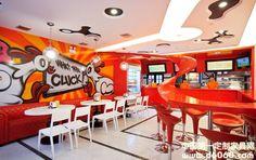 entrance aisle design photo - The Funky Chicken Fast-food Restaurant Design Photos(图1)