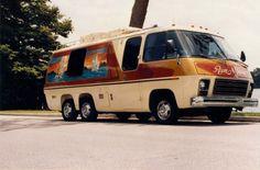 Late model motor homes Vintage Motorhome, Gmc Motorhome, Vintage Rv, Vintage Campers, Vintage Travel, Travel Trailer Camping, Rv Travel, Travel Trailers, Cool Campers