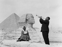 Louis et Lucille Armstrong devant le Sphinx, le 28 janvier 1961.   20 photos historiques présentées avec des couleurs extraordinaires
