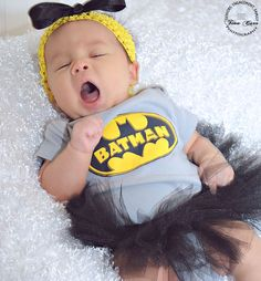 It's hard to be a superhero | Baby Ella, 1 month session