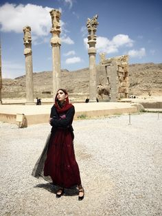 Wrapped up in the traditional clothing of her native country, model Leila Rahimi pays a visit to Iran after a hiatus. Persian People, Persian Girls, Iran Girls, Iranian Beauty, Iranian Art, Visit Iran, Teheran, Persian Beauties, Shiraz Iran