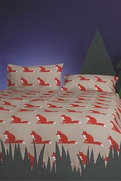 Instantly update your bedroom in your own unique style with this Proud Fox duvet set from Anorak. On a background of warm beige, this set features the vivid Proud Fox repeated design in red. Cotton Bedding, Linen Bedding, King Size Duvet Sets, Animal Print Bedding, Fox Quilt, Double Duvet Set, Fox Home, Childrens Beds, Beds Online