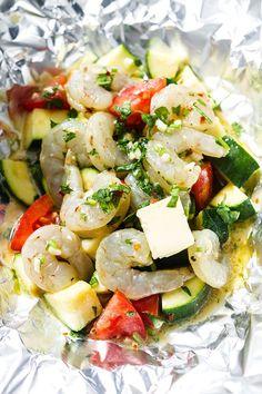 Shrimp Foil Packets with Lemon Garlic Herb Sauce — Shrimp Foil Packets Oven, Foil Packet Meals, Salmon Recipes, Seafood Recipes, Vegetarian Recipes, Fish Recipes, Keto Recipes, Baked Shrimp Scampi, Incredible Recipes