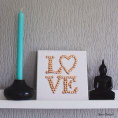 ZUSA-DESIGN | Bekijk de video hoe je dit gave canvas doek met koperkleurige punaises maakt! Ga naar www.zusa-design.nl of klik op de link https://www.youtube.com/watch?v=Xd5Fx0vFpNs Enjoy! Liefs, Kim en Bo #canvas #punaise #love #home #diy #creatief #interieur #wonen #woonkamer #sfeer #koper #koperkleur