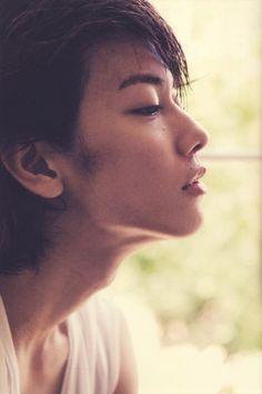 Takeru Sato (Rurouni Kenshin actor) looking androgynous ^. Actors Male, Cute Actors, Asian Actors, Actors & Actresses, Saitama, My Cute Love, Eye Candy Men, Takeru Sato, Rurouni Kenshin