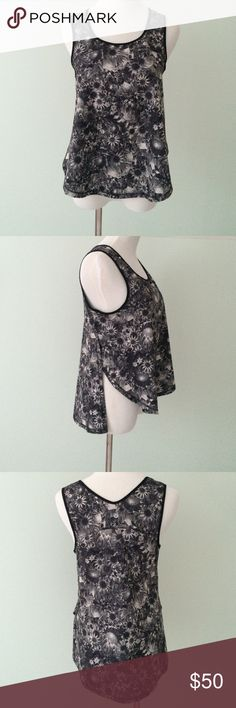 LULULEMON Run split singlet Flowabunga floral Tank Excellent condition, barely worn. Ligh flowy and breathable fabric. Split sides and hi lo design. Rip tag still attached. ▪️Rare, I haven't seen many of these. Black, gray and white floral print. (Flowabunga print). lululemon athletica Tops Tank Tops