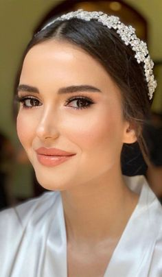75 Wedding Makeup Ideas To Suit Every Bride - Bridal Makeup ideas , wedding makeup looks for brunettes,natural bridal makeup how to get your weight loss: shorturl.at/egqBU makeup looks 75 Wedding Makeup Ideas To Suit Every Bride Bridal Makeup For Brown Eyes, Bride Makeup Natural, Bridal Makeup Looks, Makeup For Green Eyes, Blue Eye Makeup, Hair Makeup, Prom Makeup, Peachy Makeup Look, Natural Wedding Makeup Looks