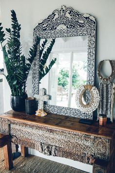 The Grove-Byron Bay - Inlay mirror over carved console