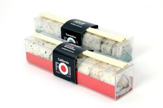 Packaging design for theoretical sushi company. The box is constructed out of a single plastic sheet that has been folded and trimmed to create a rigid container. Takeaway Packaging, Food Packaging Design, Packaging Design Inspiration, Japanese Takeaway, Japanese Packaging, Comida Delivery, Sushi Take Out, Sushi Menu, Gimbap