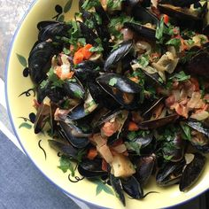 Is seafood a part of your Christmas Eve traditions? If so youve got to give these Drunken Irish Mussels a try!!! . . . #recipelinkinprofile #christmas #feastofthesevenfishes #christmaseve #seafood #mussels #booze #cream #holidays  http://ift.tt/2l7e2QX  #food #foodporn #foodgasm #foodstagram #foodpics #foodblogger #foodblog #recipe #faithhopeloveandlucksurvivedespiteawhiskeredaccomplice #vais4bloggers #vafoodie #yum #cats #instayum #instagood #igdaily #bestoftheday #picoftheday #youonthechew…