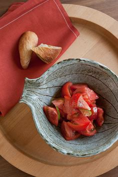 This bowl is my favorite.It is a work of Noritomo Suzuki who is a popular director of Shagaraki-Yaki.