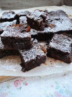 Jede Sünde wert! Schoko Brownies mit Kirschen und Salzkaramell
