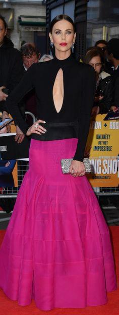 Who made Charlize Theron's black and hot pink gown? Jennifer Hudson, Jennifer Connelly, Kate Winslet, Kate Beckinsale, Charliez Theron, Charlize Theron Style, Fashion News, Fashion Models, Christina Applegate