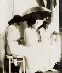 Last known photo of Alexandra Feodorovna. She's with her two eldest daughters, Olga and Tatiana Nikolaevna. Tobolsk, 1917.