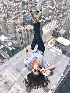 Visiting Chicago? You definitely want to splurge on the early bird pass for the Chicago Sky Deck. You will have the place all to yourself! // Things to do in Chicago