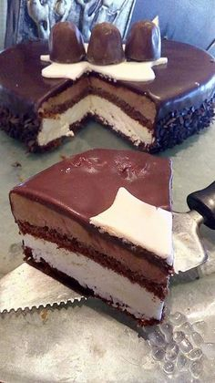 Greek Sweets, Greek Desserts, Party Desserts, Greek Cake, Cookie Recipes, Dessert Recipes, Easy Cake Decorating, Chocolate Sweets, Macaron Recipe