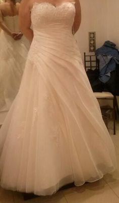 ¡Nuevo vestido publicado!  Rosa Clará 2014 talla 48 ¡por sólo 700€! ¡Ahorra un 56%!   http://www.weddalia.com/es/tienda-vender-vestido-novia/rosa-clara-2014-talla-48/ #VestidosDeNovia vía www.weddalia.com/es